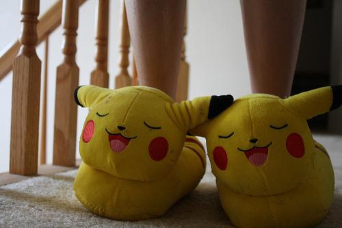 exemplo de pantufas femininas geek pikachu