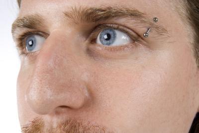 piercing masculino sobrancelha