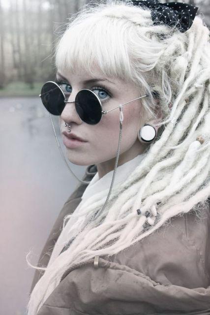 exemplo piercing medusa dread loiro