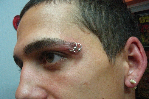 piercing sobrancelha para homens