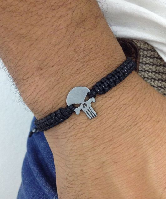 pulseira masculina com caveira
