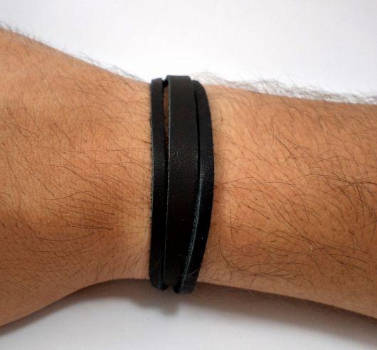 pulseira preta masculina básica
