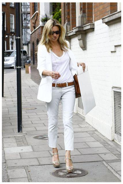 look branco com terninho e jeans