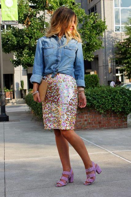 saia de paete curta com blusa jeans
