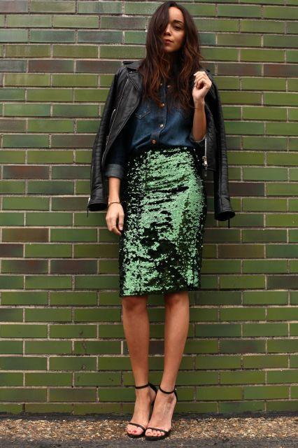 saia de paete verde com blusa jeans