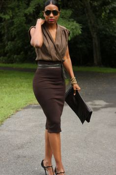 como usar saia e salto alto no trabalho