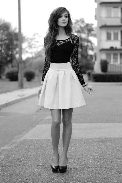 saia skater em look preto e branco