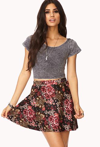 saia skater floral com blusa cinza