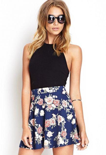 blusa preta com saia patinadora floral