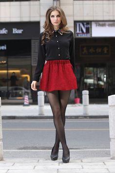 saia skater vermelha com blusa preta