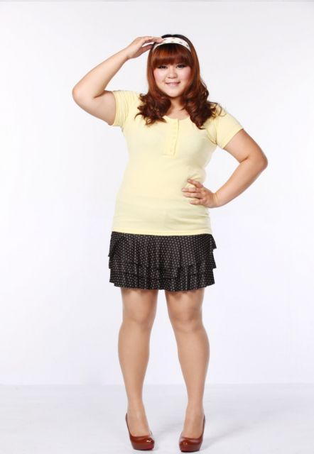 Minissaia com camiseta amarela