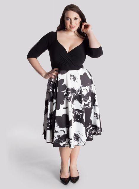 Linda modelo de saia estampada midi