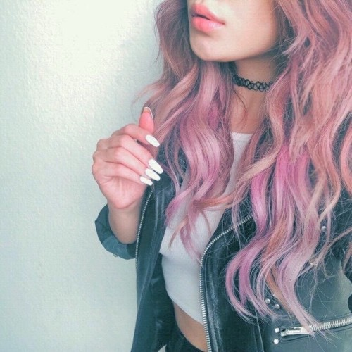 tattoo choker cabelo rosa