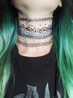 vários tattoo choker