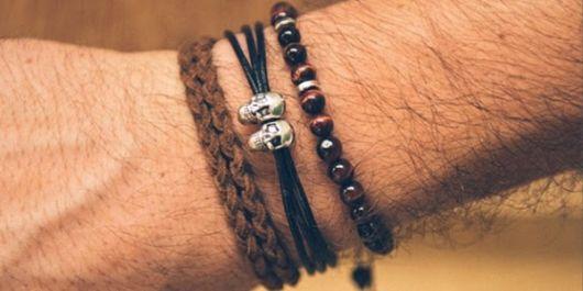 vários tipos de pulseiras masculinas