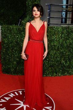 vestido de formatura vermelho de alcinha longo