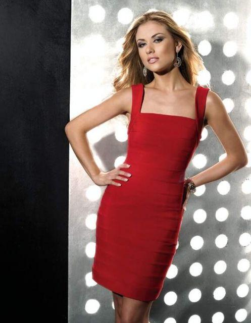 vestido de formatura vermelho tubinho decote reto