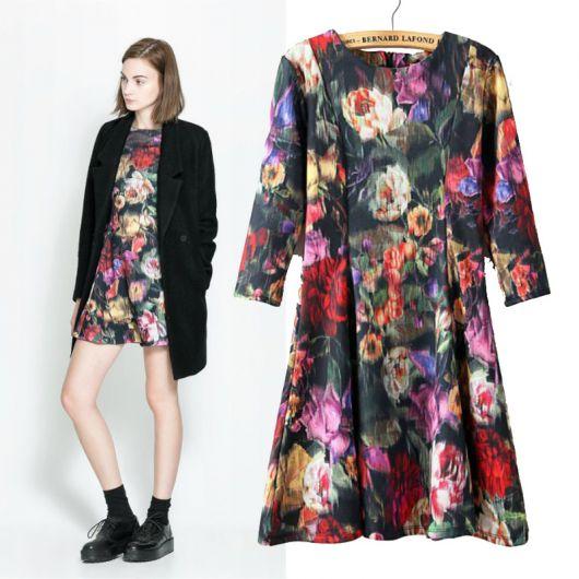 vestido floral com bota preta