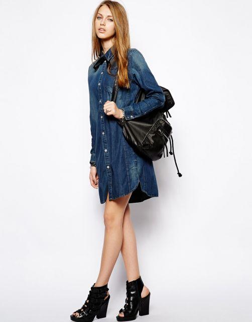 combinar bolsa e sapato com vestido jeans