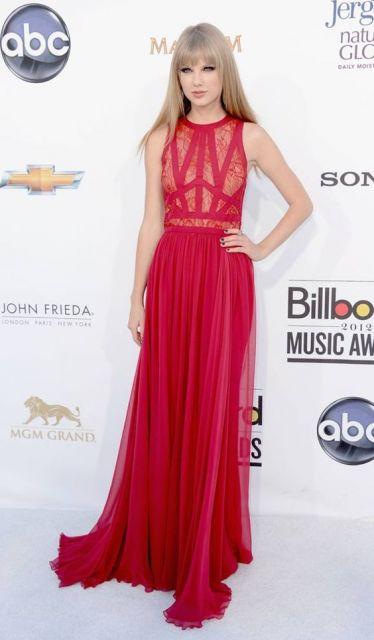 vestido longo para baixinha da Taylor Swift