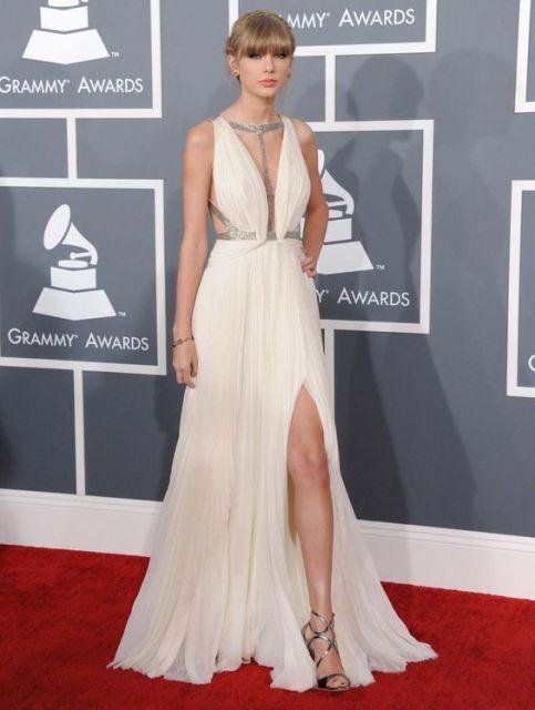 vestido longo para baixinha com fenda