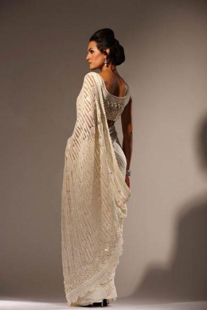 Vestido lindo de tricô branco