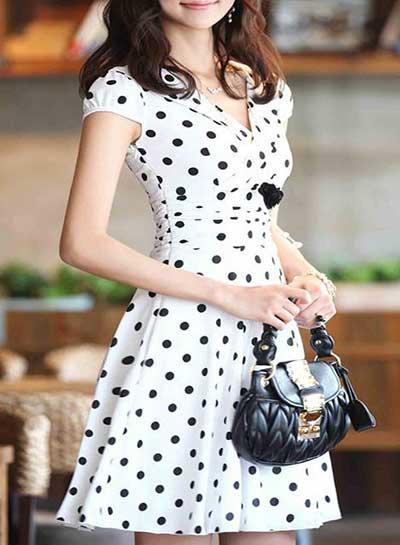 Escolha seu vestido esporte fino estilo vintage: branco com bolinhas pretas