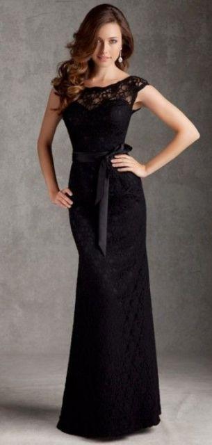 modelo com faixa na cintura