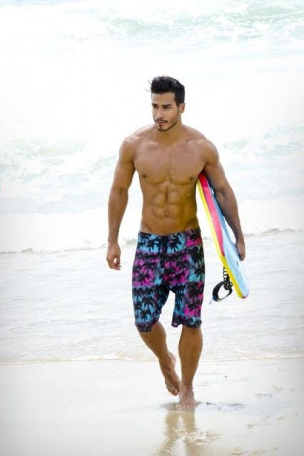 bermuda surfista praia