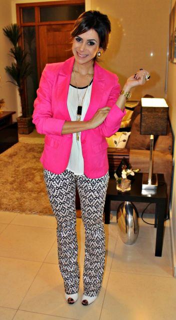 blazer rosa pink com calça estampa grafista