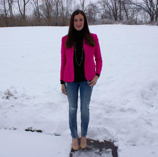 blazer rosa no look inverno com jeans