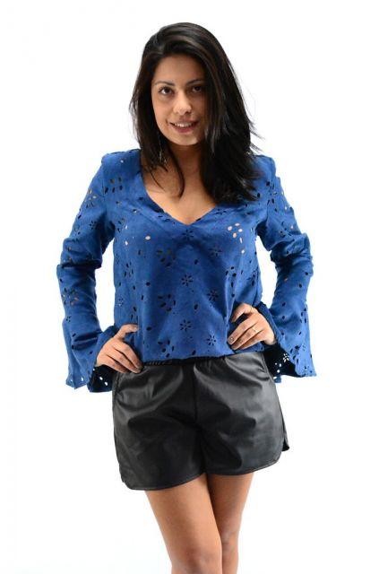 blusa flare azul com short simples