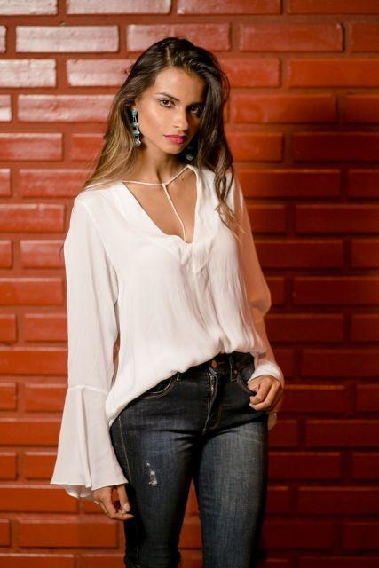 blusa flare com decote V