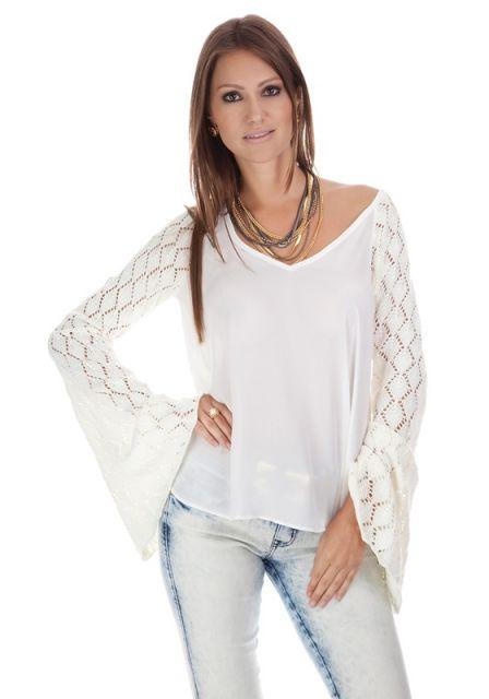blusa flare branca com decote ombro a ombro