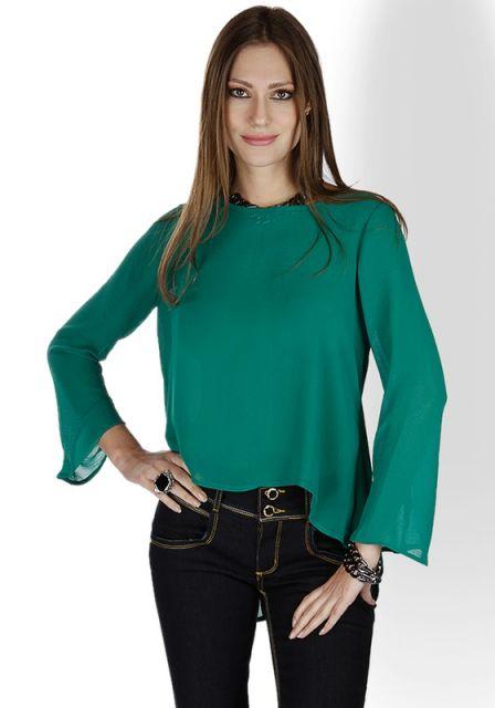 blusa flare verde com calça jeans