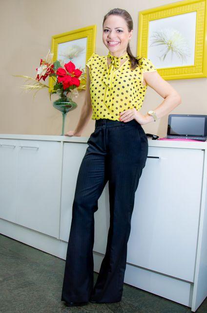 blusa gravatinha poa amarela