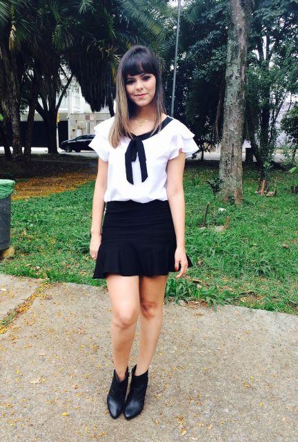 blusa gravatinha com saia preta basicaa