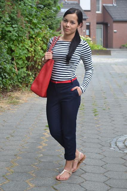 blusa listrada e calça preta