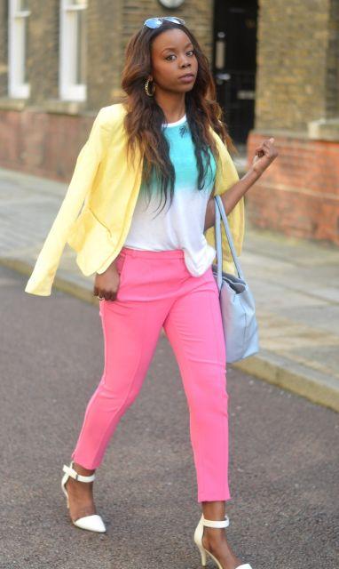 calça rosa blazer amarelo