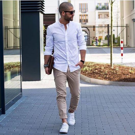 calça colorida masculina marrom como usar