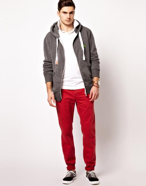 calça vermelha casual