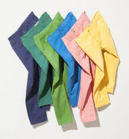 calças coloridas destaque