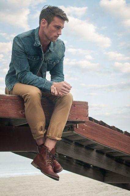 camisa jeans com calça chino e bota