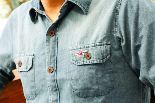 camisa jeans hollister com bolsos