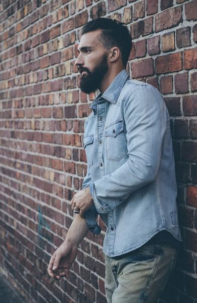 camisa jeans masculina longa dobrada