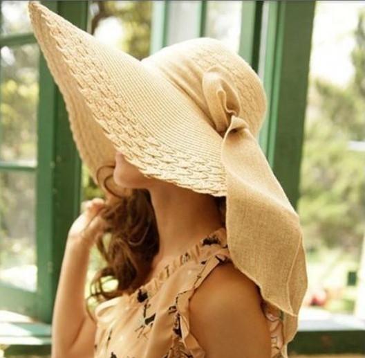 Modelo de chapéu floppy para festas.