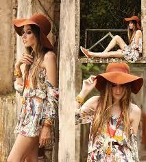 Mulher de chapéu floppy no Outono