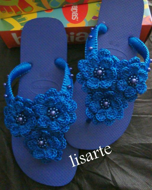 modelo azul com crochê