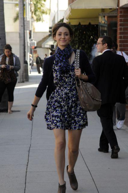 echarpe com vestido floral