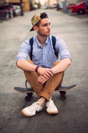 estilo skatista calça caqui